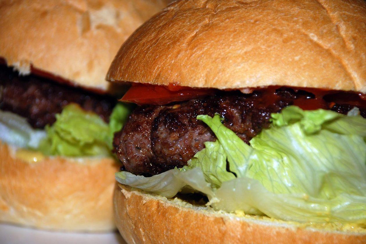 Domácí hamburger z mletého masa